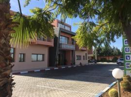 Hôtel Nihal, Hotel in Cherarda