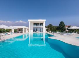 Nea Moudania Villa Sleeps 12 with Pool Air Con and WiFi, hotel in Nea Moudania