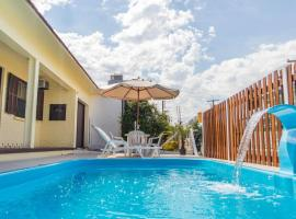 Ótima Casa para veraneio com piscina, holiday home in Torres