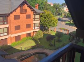 Duplex 3 quartos próximo aos pontos turísticos, hotel with pools in Gramado