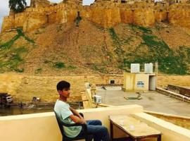 Uk desert safari, hotel in Jaisalmer