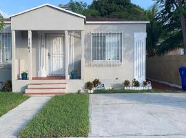 Cute, cozy mother-in-law suite in the heart of Miami, homestay in Miami