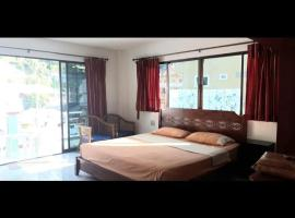 Family home guesthouse, hotel in Patong Beach