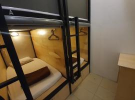 SPOT ON 89728 HOME Guesthouse & Cafe, hotel di Melaka