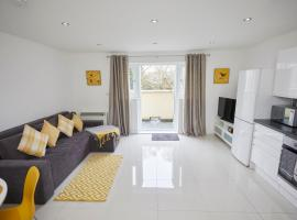 Convenient apartment available for guests and contractors Parking wifi, apartment in Southampton