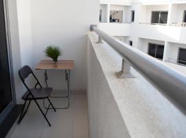 Luxury Bedspaces for Ladies in Deira, hotel di lusso a Dubai