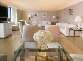 Central Park South Three Bedroom Apartment Overlooking CP by Lauren Berger Collection, holiday home in New York
