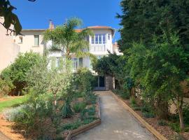 VILLA PRESENCE - Chambres d'hôtes - Activités bien-être, hotel near Mont Faron Gondola, Toulon