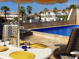 Sunny house with private pool and sea view, villa in Adeje