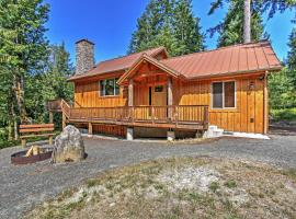 'Right Arm Ranch' Family Cabin in Port Angeles!, hotel in Port Angeles