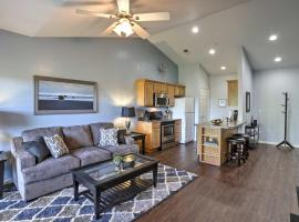 Condo with Community Pool on 18-Hole Golf Course!, villa in Branson