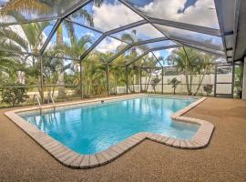 Airy Cape Coral Home with Dock, Private Lanai and Pool, haustierfreundliches Hotel in Cape Coral