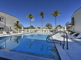 Chic Hideaway with Pool 5 Mi to Fort Myers Beach!, Ferienunterkunft in Fort Myers