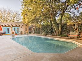 Lubbock Studio with Pool Access-5 Miles to Texas Tech, vacation rental in Lubbock