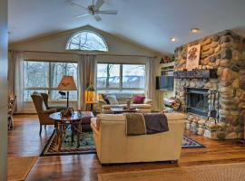 Harbor Springs Family Home with Access to Clubhouse!, hotel in Harbor Springs