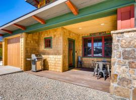 Pet-Friendly Cabin in the Heart of Grand Lake!, hotel in Grand Lake