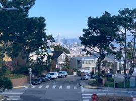 Sunny, private room in a nice house on Diamond Heights! Safeway right near by!, B&B in San Francisco