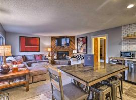 Downtown Breck Condo on Main St - Walk to Slopes, apartment in Breckenridge
