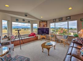 Charming Sequim House with Olympic Peninsula Views!, hotel in Sequim