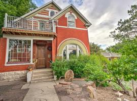 Central Colorado Springs Home with Alluring Backyard, hotel in Colorado Springs