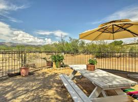 Tucson Casita with Fireplace - View Animals&Mtn Range, apartment in Tucson