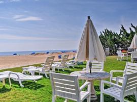 Virginia Beach Studio with Pool Access-Steps to Beach, apartment in Virginia Beach