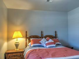 Charming Home in Central Escalante w/ Mtn. Views!, hotel v destinaci Escalante