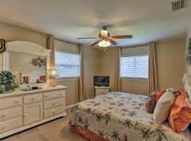 Fort Myers Bungalow - 12 Miles to the Beach!, villa in Fort Myers