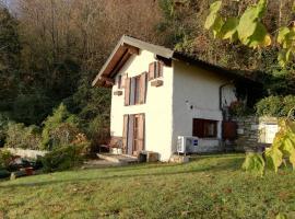 Romantica casetta nel verde con vista sul lago, villa in Belgirate
