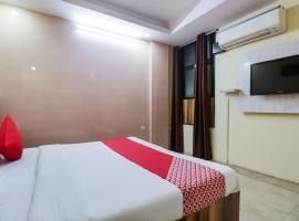 OYO 68039 Hotel Kavya, hotel en Faridabad