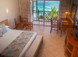 Le Peninsula Bay Beach Resort & Spa, hotel in Blue Bay