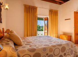 Espaciosa Villa Con Piscina Privada, hotel with pools in Puerto de San Miguel