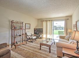 Central Borrego Springs Condo with Pool and Hot Tub!, hotel in Borrego Springs