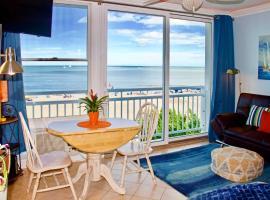 Oceanfront VA Beach Studio with Views and Pool Access!, apartment in Virginia Beach