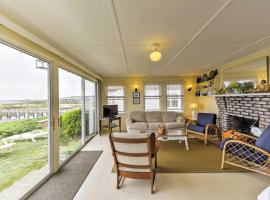 Beachfront West Yarmouth Cottage with Deck and Views!, holiday home in West Yarmouth