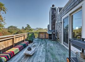 Montauk Villa with Seasonal Hot Tub Mins to Beach, vacation rental in Montauk
