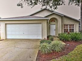 House with Pool and Game Room - 15 Mins from Disney!, holiday home in Orlando