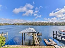 Homosassa Home with Private River Dock and Boat Ramp!, villa in Homosassa