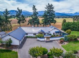 Sequim Home with Mountain Views and Meditation Room!, hotel in Sequim