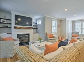 Luxurious West Yarmouth House with Backyard&Bay Views, hotel in West Yarmouth