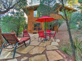 Romantic Sedona Suite with Patio Less Than 1Mi to Trails and Town, apartment in Sedona