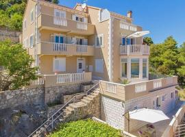Apartments More, family hotel in Sobra