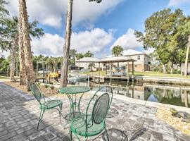 Spacious and Hip Crystal River Home with Dock and Kayaks!, holiday home in Crystal River
