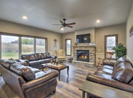 Luxe Lakefront Wisconsin Dells Home with Private Dock, vacation rental in Wisconsin Dells