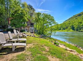 Tenn River Cabin with Hot Tub - 10 Mi to Chattanooga!, vacation rental in Chattanooga