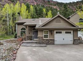 Beautiful Ouray Home with Mtn View, 1 Mi to Town!, holiday home in Ouray