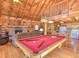 Sevierville Hideaway with Hot Tub 7 Mi to Dollywood!, vacation rental in Sevierville
