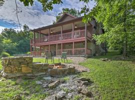 'Creekside Hideaway' Home with Fire Pit&Creek Access!, hotel in Mountain View