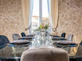 PENTHOUSE Loft 5MIN PALAIS DES FESTIVALS AND BEACH terrace view on castle, pet-friendly hotel in Cannes