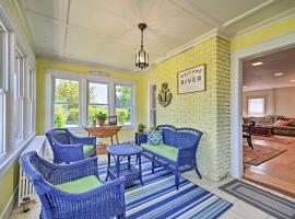 Home w/Patio, 2 Blocks to St. Lawrence River, holiday home in Clayton